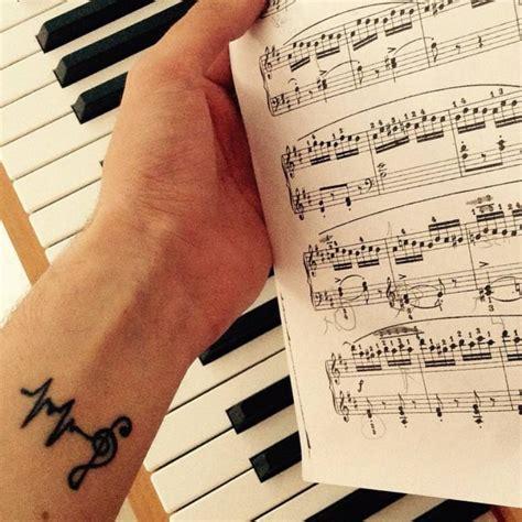 imagenes tatuajes clave de sol tatuaje de una clave de sol junto con un