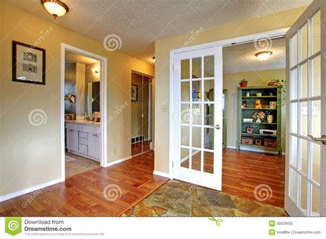dell ufficio vista della stanza dell ufficio dal corridoio dell entrata
