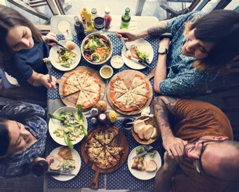 a casa con i miei come organizzare una pizzata a casa con gli amici mamma