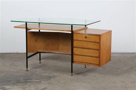 scrivania di vetro scrivania mid century in vetro in vendita su pamono