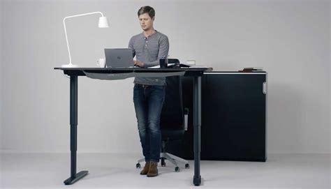 bureau r馮lable en hauteur ikea bureau adapt 233 s bureau variable en hauteur