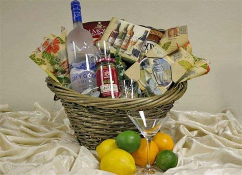 bridal shower gift basket prize ideas 31 best bridal shower prizes images on bridal