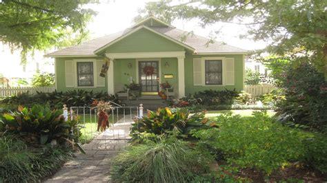 cottage and bungalow paint colors historic cottage designs