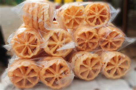 kembang goyang kue khas warga betawi  lebaran situs