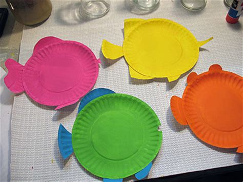 How To Make Fish Out Of Paper Plates - paper plate tropical fish make and takes