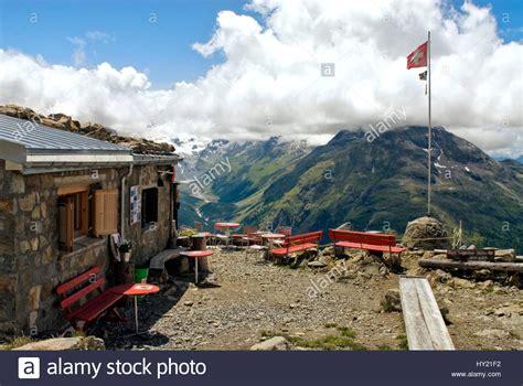 Hütte Mieten Schweiz 2 Personen by Aussicht Der Segantini Huette Auf Das Rosegg Tal