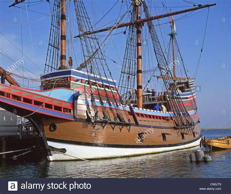 mayflower boat cartoon mayflower ii replica ship plymouth rock plymouth harbor