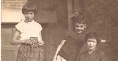Wereld Niuews 1954 1961 trassi een fles in de wc atoomstraling en ander wereldnieuws maar niets indi 235 w 233 l
