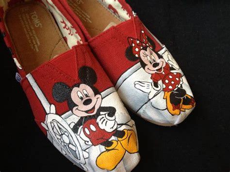 Schuh Aufkleber Hochzeit Disney by Die Besten 25 Mickey Mouse Schuhe Ideen Auf