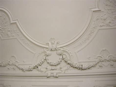 cornici per muri stucchi pareti e muri decorare con lo stucco