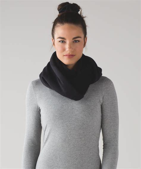lulu infinity scarf lululemon shakti sherpa infinity scarf black lulu fanatics