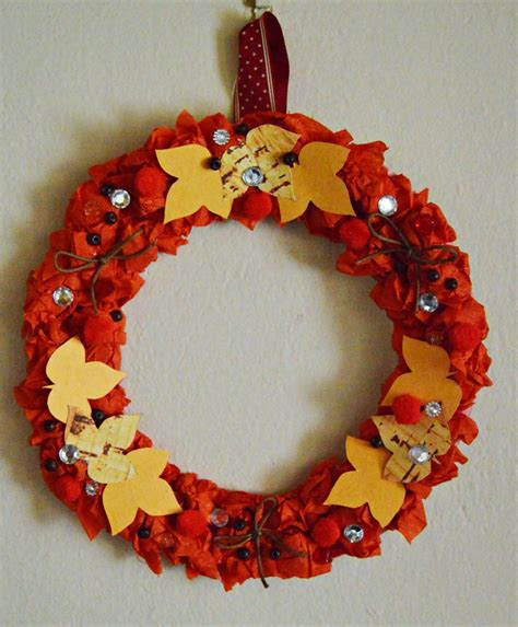 Paper Wreaths - autumn leaves paper wreath allfreepapercrafts