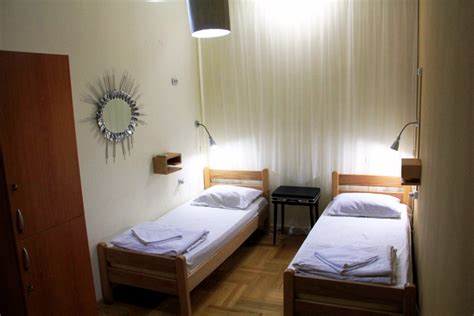 what room rooms rates envoy hostel yerevan tbilisi phnom penh