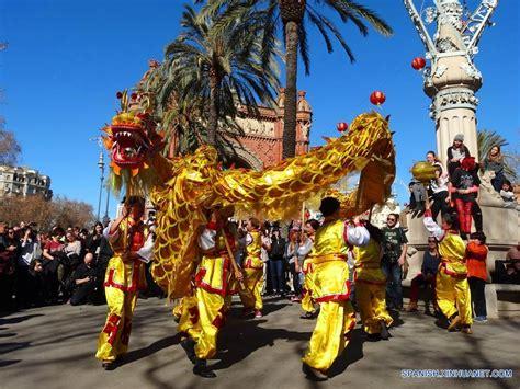 barcelona chion desfile del a 241 o nuevo chino en barcelona espa 241 a spanish