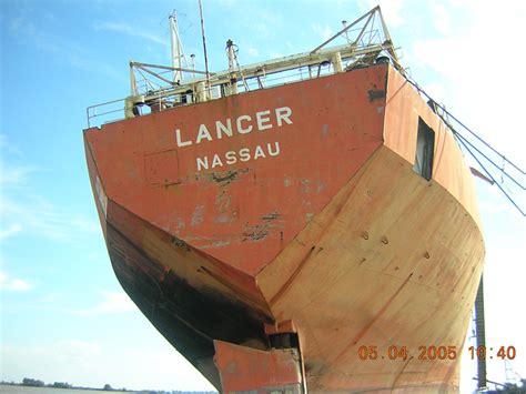 un barco pesquero recolecta 800 imponente popa