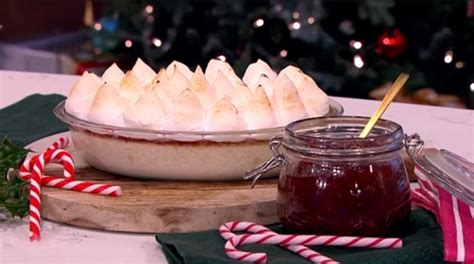 nadiya s food adventure 120 fresh easy and enticing new recipes books nadiya s festive pudding recipe on this morning tv foods