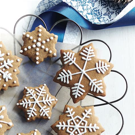 How To Decorate Cookies by Chatelaine Cookies How To Decorate Cookies With Royal