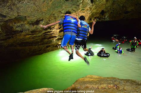 photo  cave tubing gua pindul