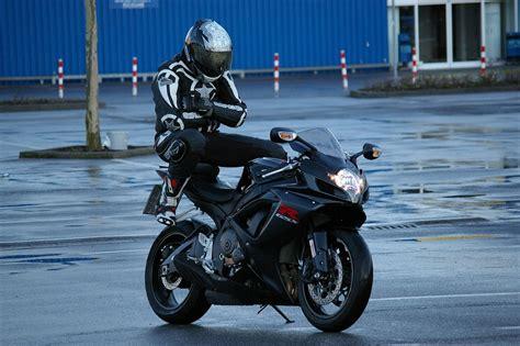 Motorradfahrer Bilder Kostenlos by Mann Motorrad Sozius 183 Kostenloses Foto Auf Pixabay