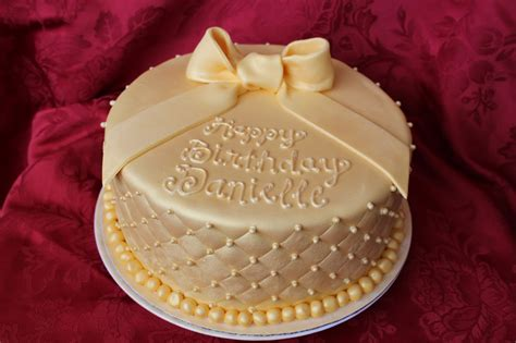 Ausgefallene Geburtstagstorten by Cake Flair Golden Birthday Cake