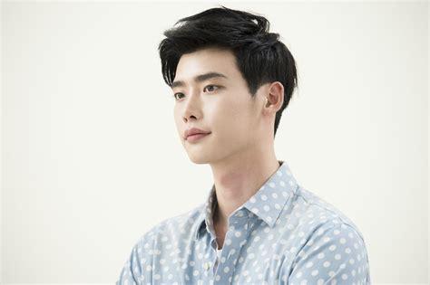 film baru lee jong suk lee jong suk tolak tawaran bintangi film dream kpop chart