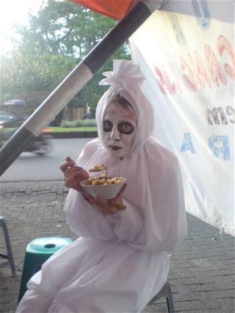 video film hantu indonesia lucu pocong berdakwah coretan mahasiswa kung