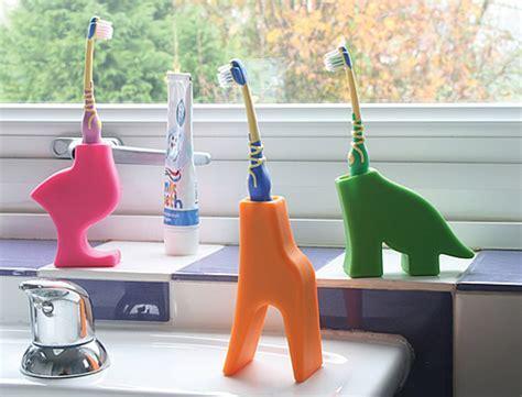 STORE   Kid's Toothbrush Holder