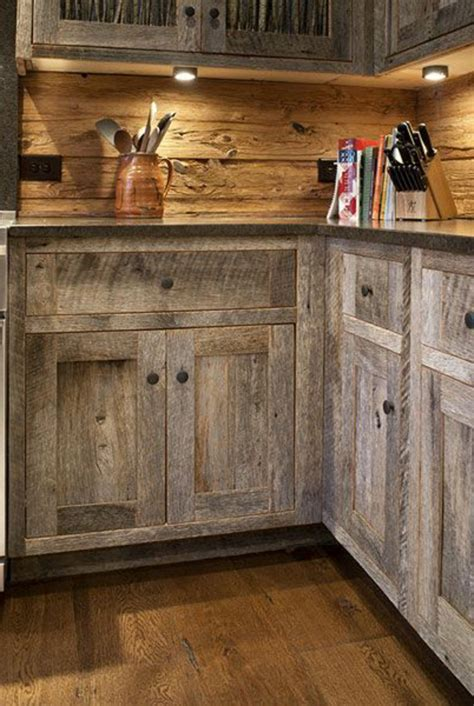 La cuisine en bois massif en beaucoup de photos!