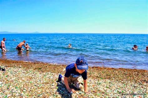 glass beach russia rusos arrojan botellas de vodka y cerveza a esta playa el
