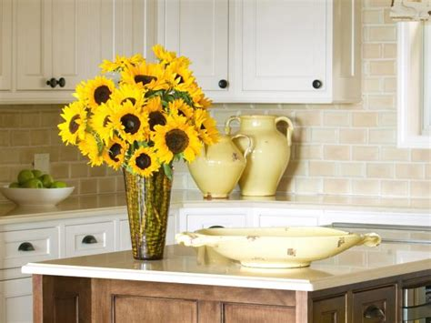 sunflower kitchen decorating ideas 5 easy flower arrangements how to keep them alive