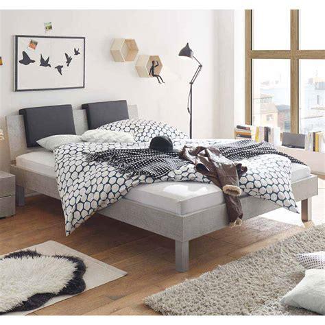 bett kopfende jugendbett in beton grau mit klemmkissen moebel