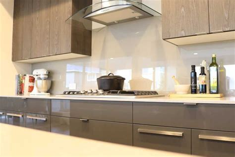 pictures of glass backsplashes for kitchens