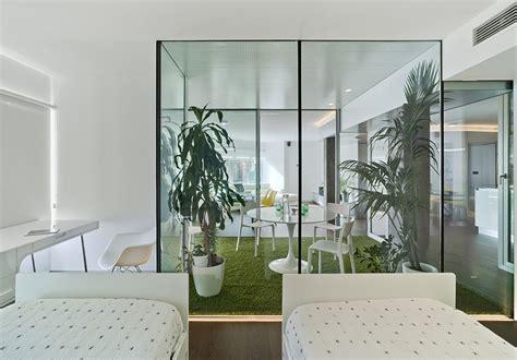 patio interior con luces el antes y despu 233 s una vivienda con el jard 237 n dentro de