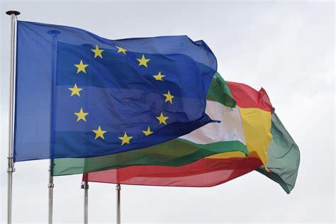 andalucia roja y la 8415338600 fotos gratis viento color espa 241 a banderas andaluc 237 a naci 243 n bandera roja naciones