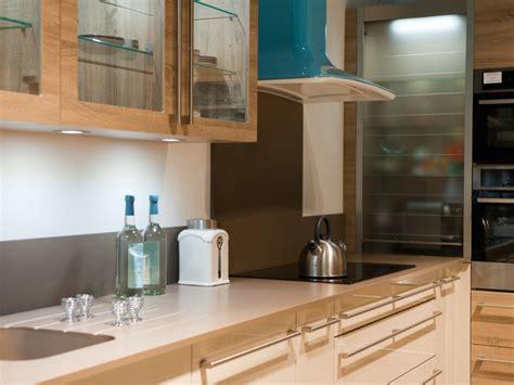 service de cuisine cuisine service expose des salles de bain et cuisines cl 233