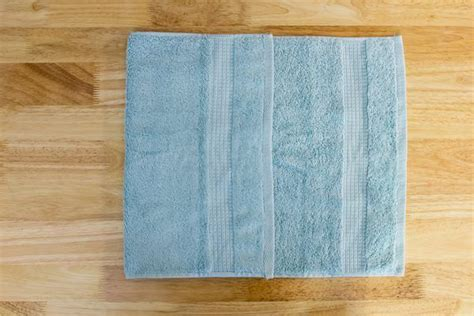 hanging bathroom towels decoratively 1000 ideas about folding bath towels on pinterest fold