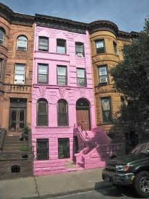 pink houses brooklyn in the stink famed pink house pulled off the market in legal dispute the brooklyn