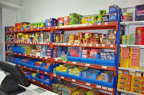 imagenes de varias tiendas nuestras tiendas de petardos en catalunya