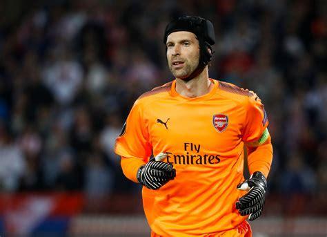 arsenal goalkeeper petr cech arsenal needs to change but can still win
