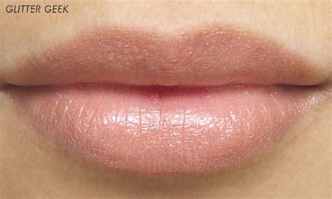 tutorial memakai lipstik sesuai bentuk bibir til natural dengan warna lipstik matte yang sesuai