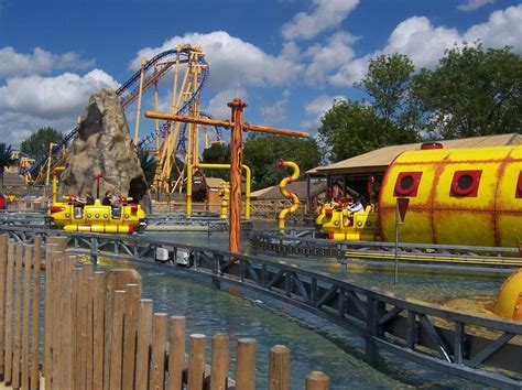 theme park zoo uk flamingo land theme park and zoo on aboutbritain com