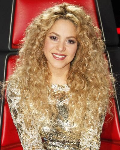 is shakiras hair naturally curly the voice season 4 shakira s fashion and beauty looks