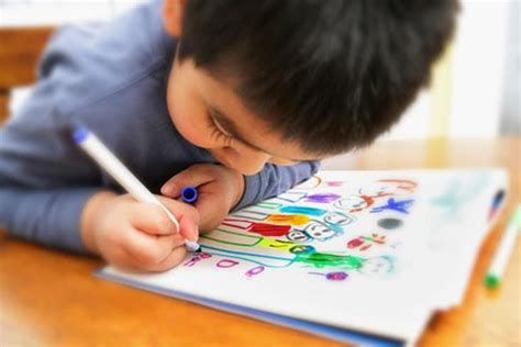 Encourage Kids To Draw And Express Themselves Kid Drawing Picture