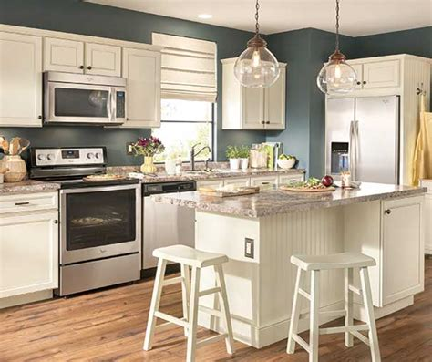 diamond kitchen cabinets lowes diamond now at lowe s caspian collection transitional