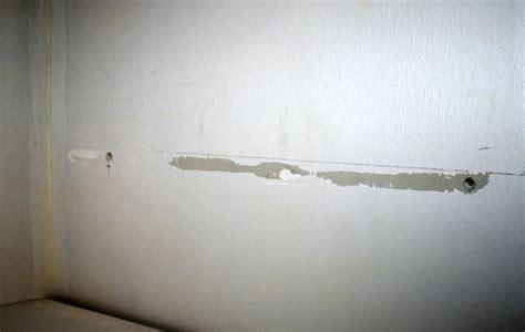 Fixer Une Armoire Au Mur Sans Percer by Comment Fixer Un Tasseau Conseils Astuces Bricolage
