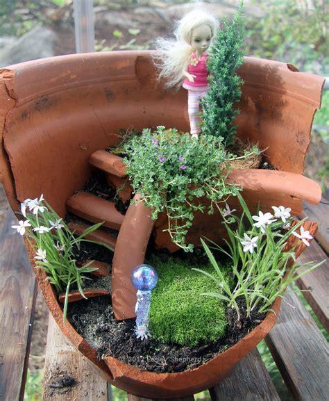 Flower Pot Gardens Re Use A Broken Flower Pot To Make A Miniature Garden
