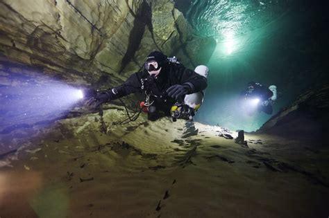 best scuba diving lights 10 best led dive lights reviews for scuba diving in 2018
