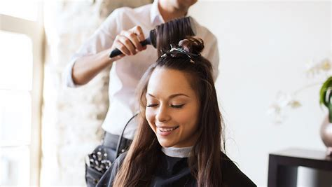 How To Be A Hair Dresser by How To Switch Hairstylists What To Do If You Your