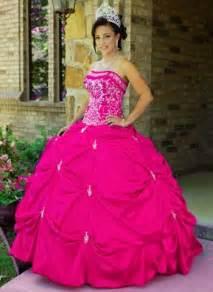 ayuda de decoraciones de cumple de 15 y algunos vestidos vestidos