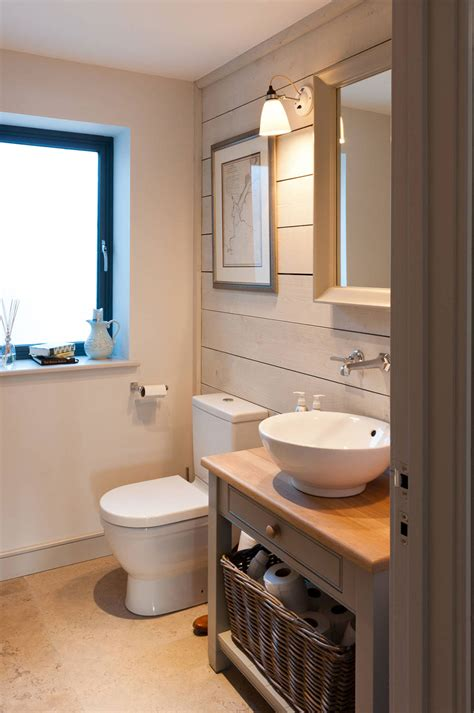 how to make a small bathroom look nice 10 astuces infaillibles pour agrandir visuellement une